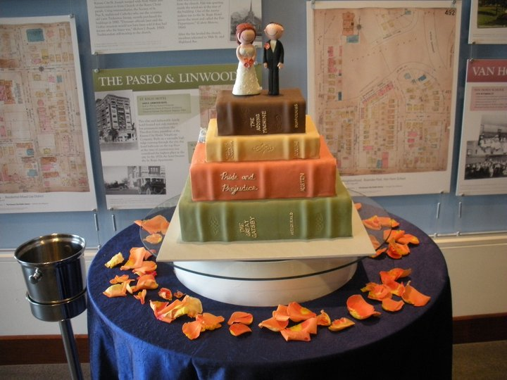 Books, Cake, Weddings, what a perfect mix!